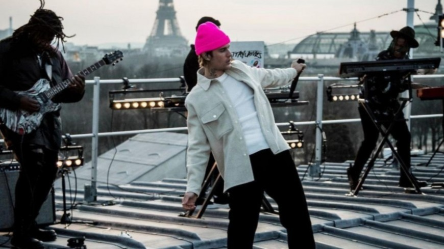 """Justin Bieber dévoile par surprise son """"Live From Paris"""" (vidéo)"""