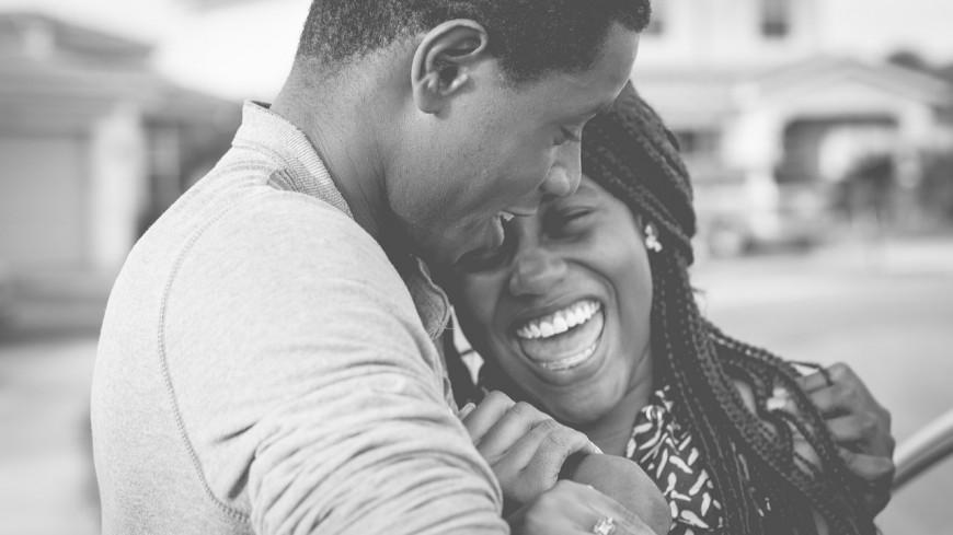 D'après une étude, se moquer de son partenaire permettrait de renforcer la relation !