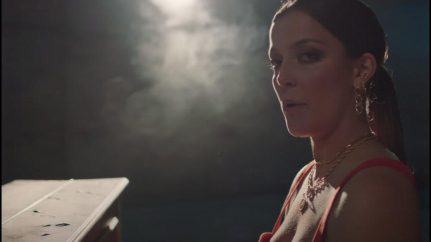Camille Lellouche règle ses comptes explicitement avec Rayane Bensetti en chanson ! (vidéo)