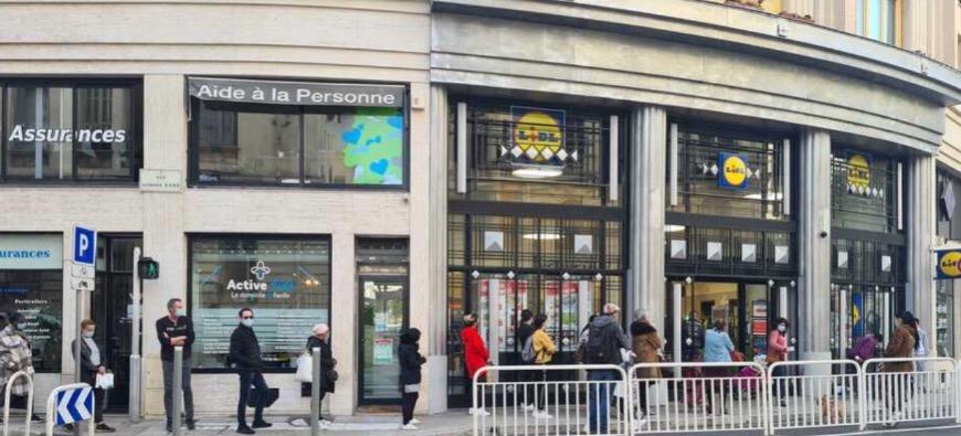 Nice : les files d'attente se rallongent pour faire les courses